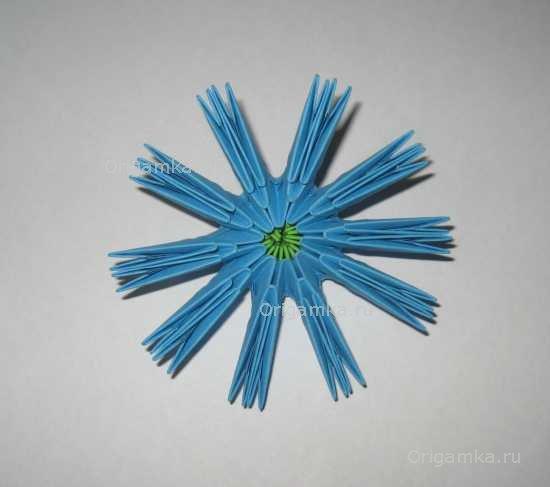 Получившийся цветок переверните на
