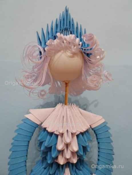 Снегурочка с модульных оригами по бесплатному МК, прекрасно подойдет для праздничного декорирования.