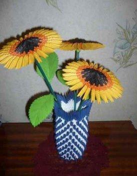 Модульное оригами Подсолнухи в вазе - великолепный подарок всем женщинам на весенний праздник 8 Марта.