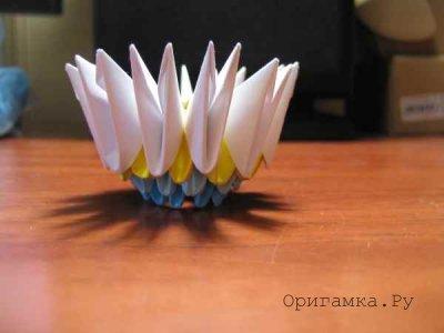 Вазочка из бумаги техникой модульное оригами