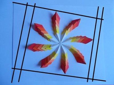 Цветок из модулей в рамке